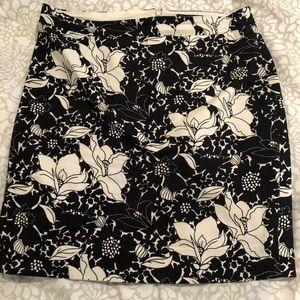 J. Crew pencil skirt black/white floral 6 petite